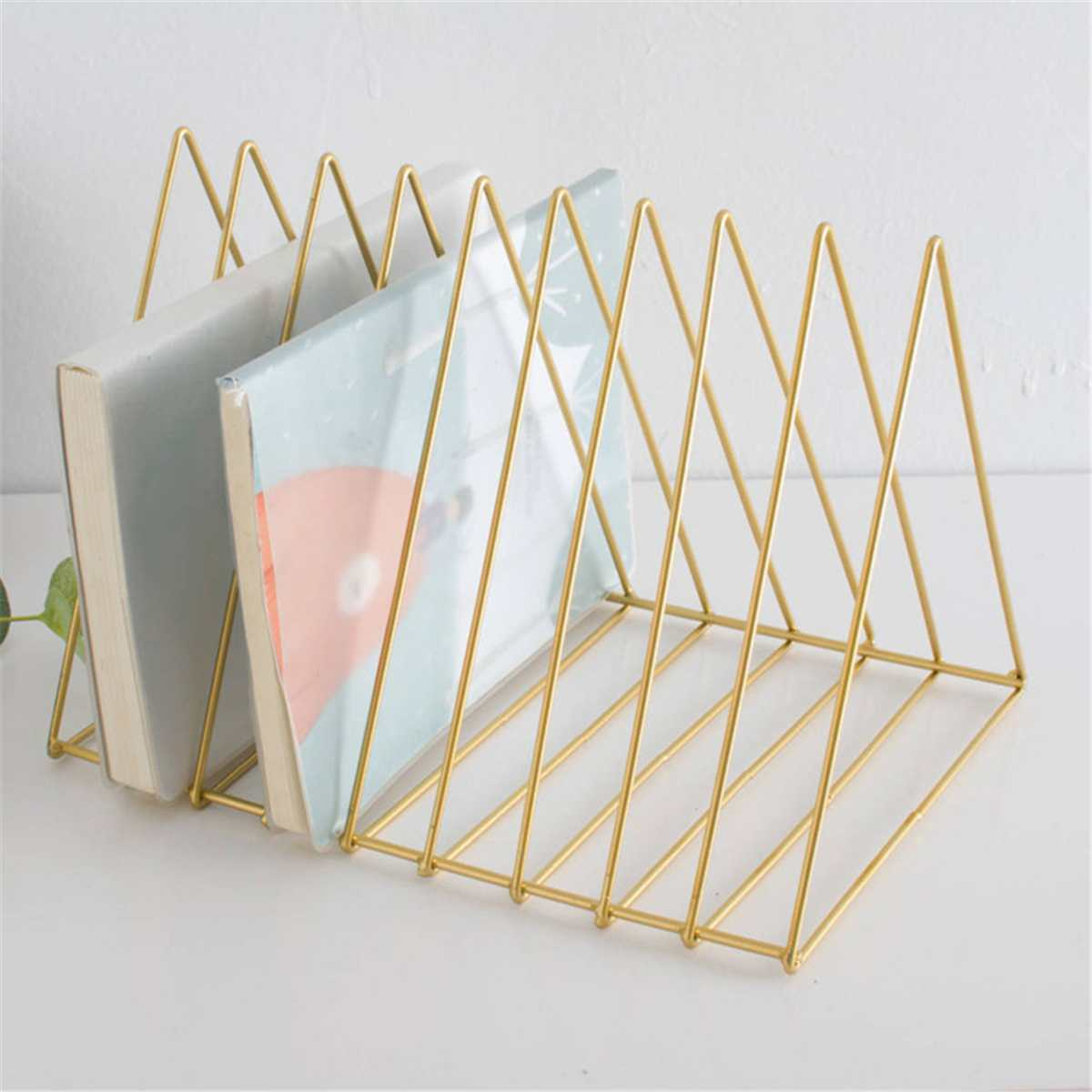 Bücherregal Metall Gold Luxus Bücherregal Metall Dreieck Eisen Kunst Desktop Bücherregal Brief Magazin Rack Halter Home Office Lagerung Wohnkultur Regal