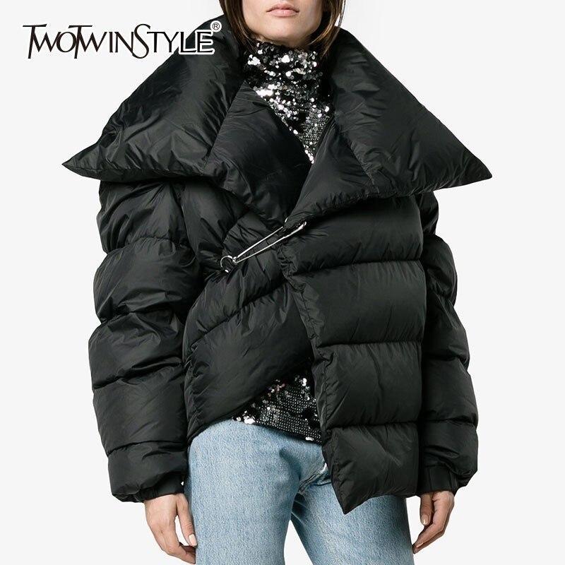 TWOTWINSTYLE Asymétrique de Femmes Vers Le Bas Veste Manteau Femelle Revers Manches Longues Chaud Plus Épais Vêtements D'hiver Femelle 2018 De Mode