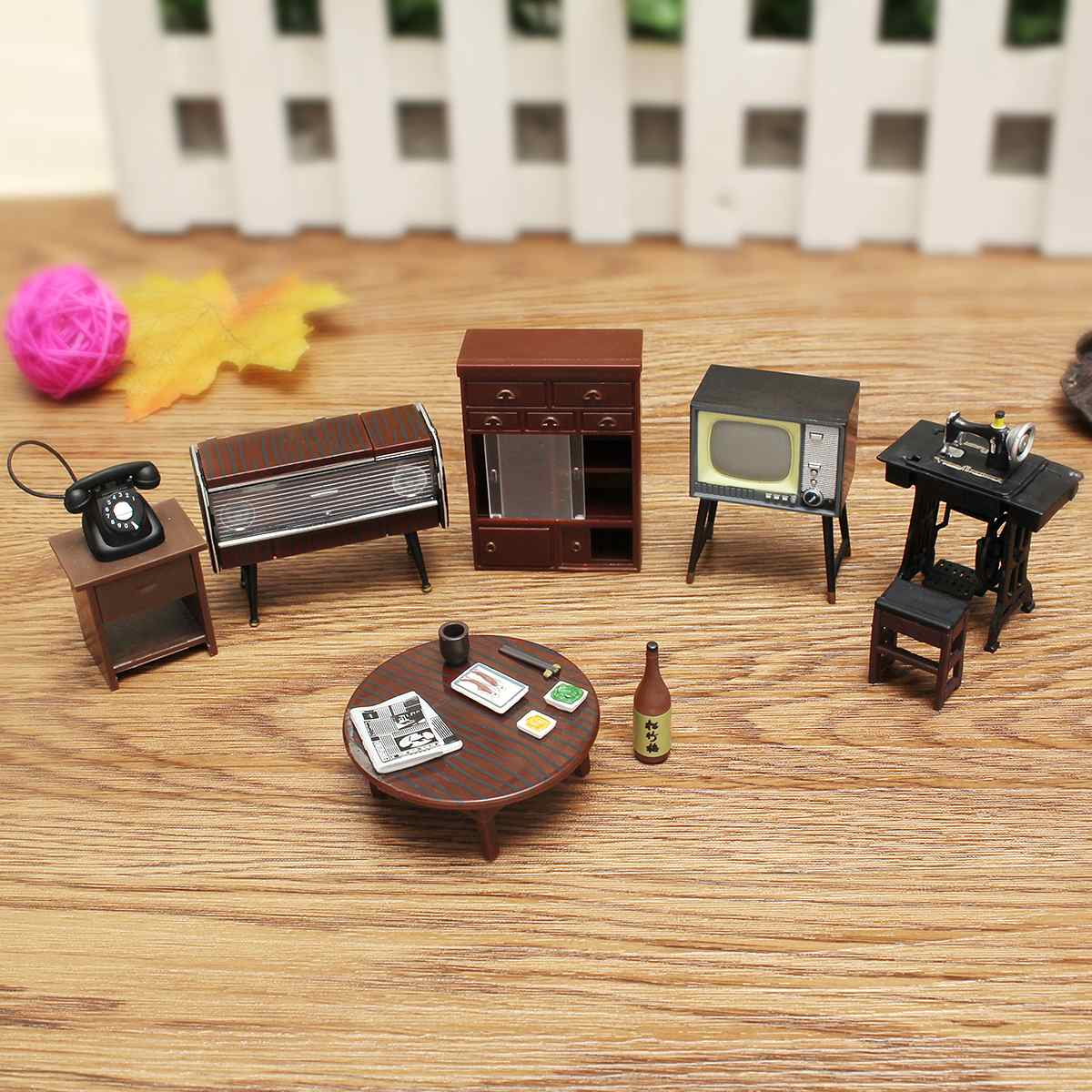 Children Gifts Toys Home Decoration 8Pcs Vintage Miniature Sewing Machine Telephone DollHouse Furniture Living RoomChildren Gifts Toys Home Decoration 8Pcs Vintage Miniature Sewing Machine Telephone DollHouse Furniture Living Room