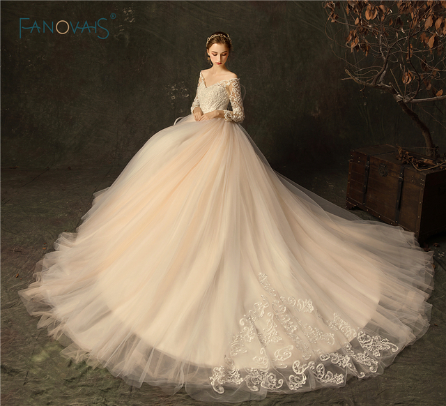 Gorgeous 2019 Wedding Dresses Long Sleeves V-Neck Ball Gown Wedding Gown Beaded Lace Bridal Gown Robe de Mariee WN21