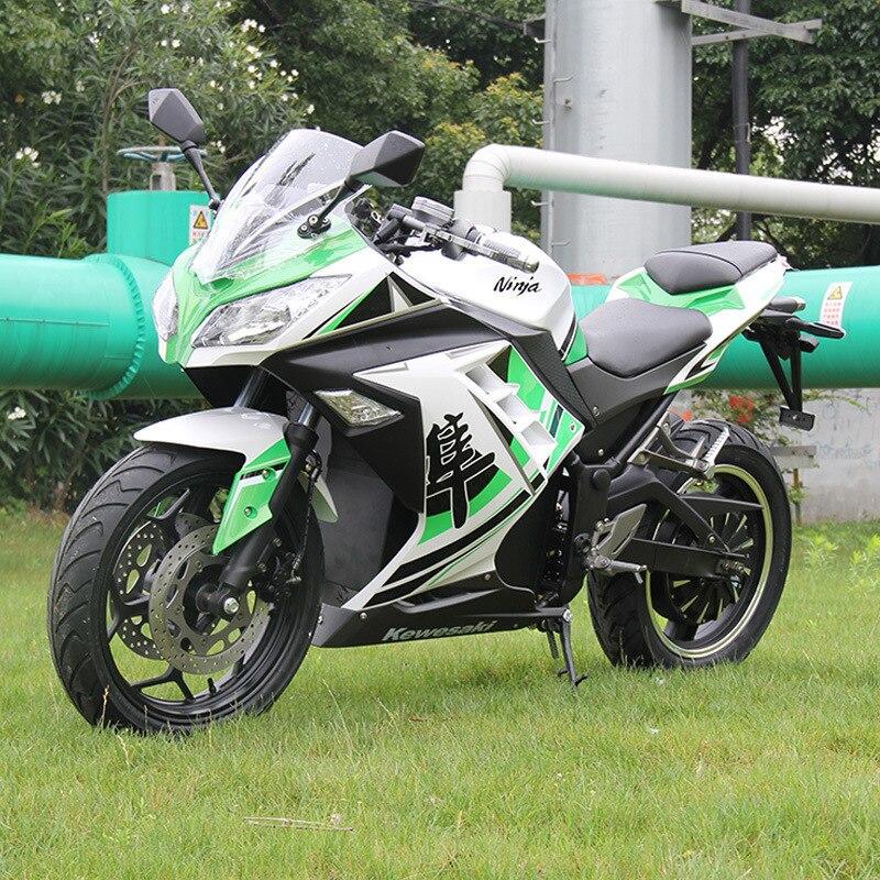 Trois couleurs grande moto électrique adulte en plein air