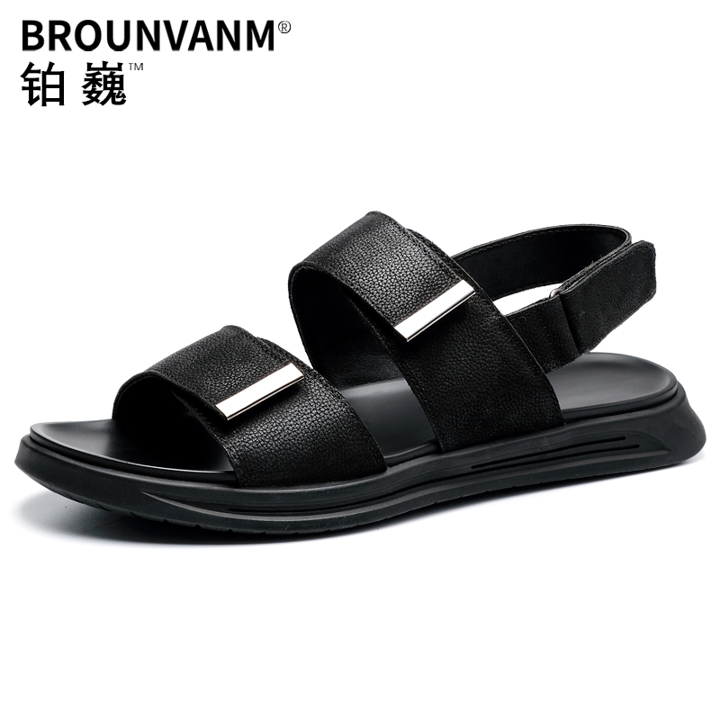 Men Cool Sandals Full Grain Leather Soft Outsole Business Man Metal decorate Rome Shoes