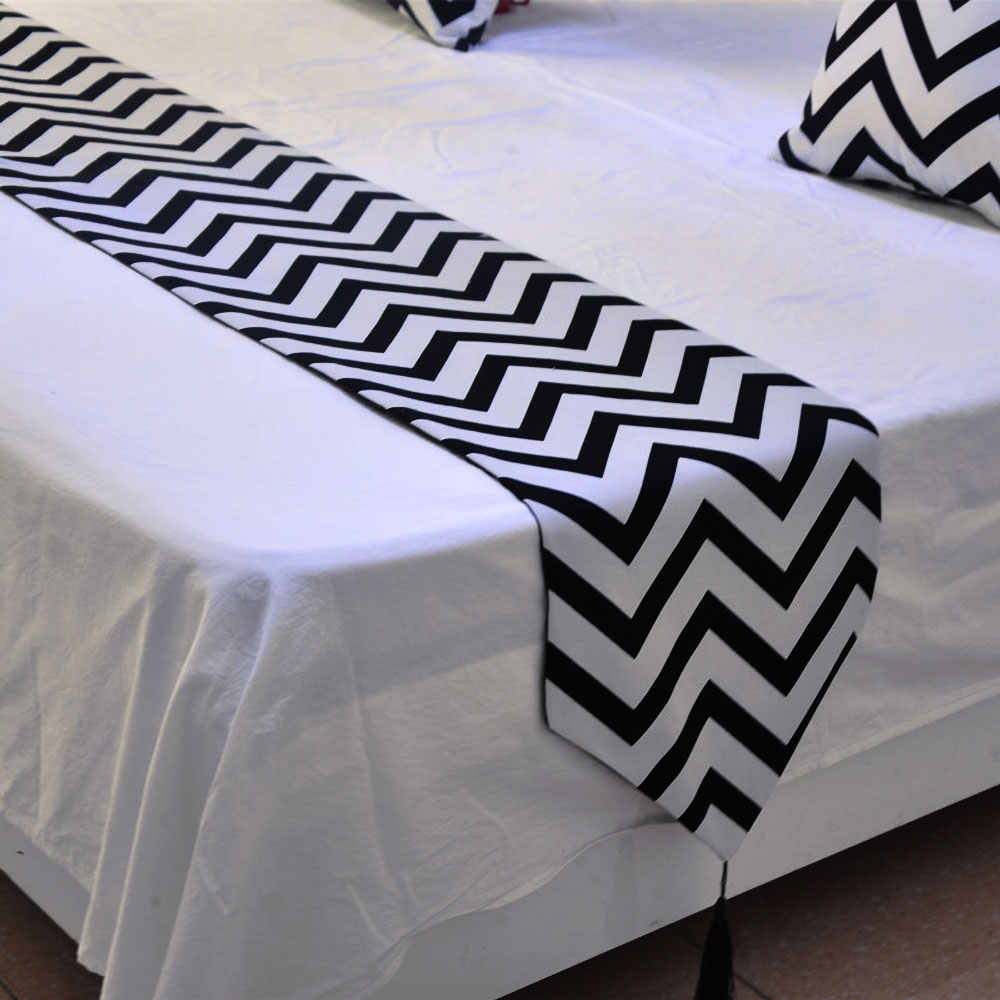 European style black and white Wave striped table runner table cloth Table Topper hotel bed runner Home Decorations tassel
