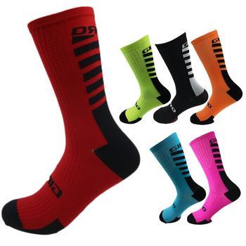 Wysokiej baryłkę rowerowe skarpety mody skarpety sportowe oddychające skarpety piłkarskie miękkie i wygodne akcesoria sportowe tanie i dobre opinie Pończochy Piłka nożna Cycling socks Sports socks Basketball socks Printed socks Men s socks yoga socks running socks