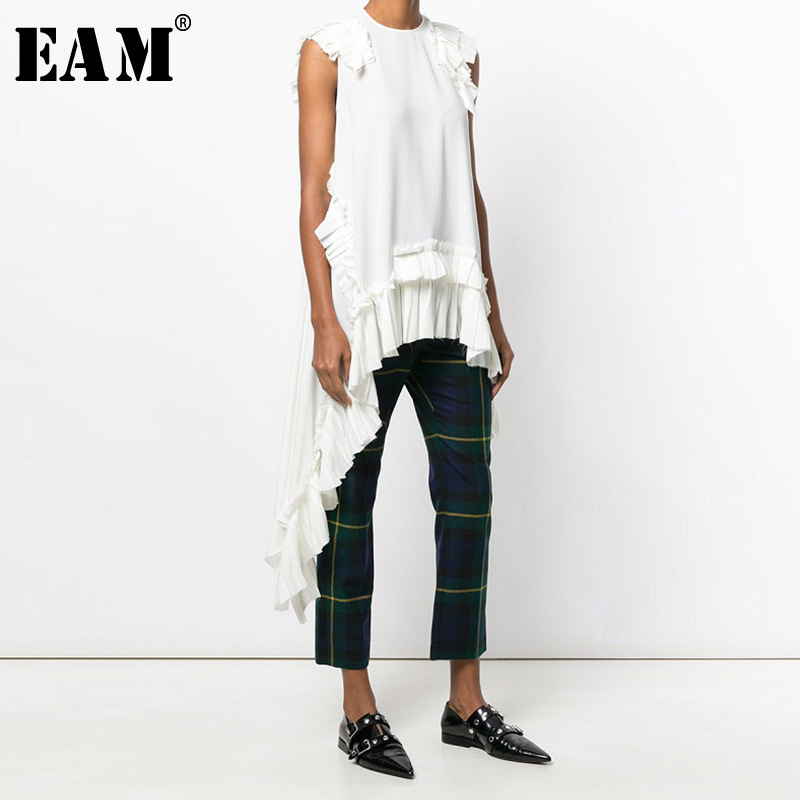 [EAM] 2020 New Spring Summer Round Neck Sleeveless Black Irregular Hem Pleated Loose Shirt Women Blouse Fashion Tide LLL324