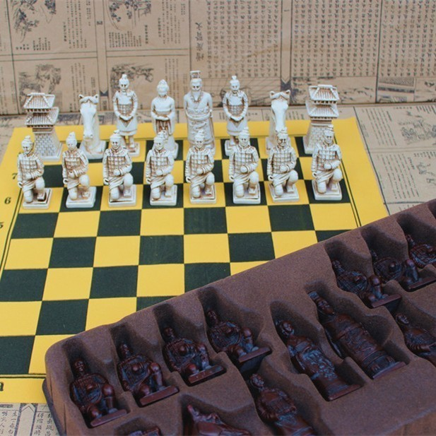 Easytoday Antique Chess Large Chess Pieces Leather Resin Chess Pieces Chessboard Terracotta Character Modeling Parent child