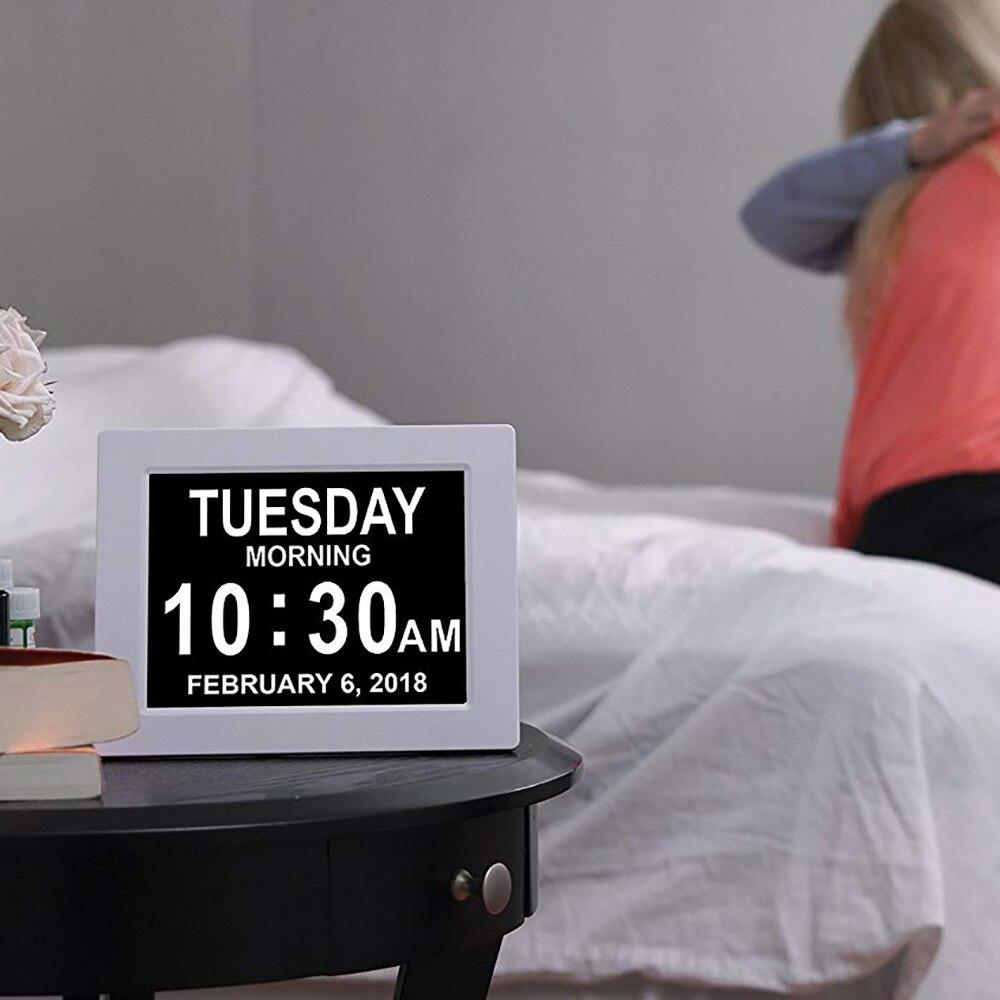 Dzień data kalendarz zegar cyfrowy z bardzo duże spoza Abbreviated data czas wyświetlania dla seniorów utratę pamięci ludzi starczej w Budziki od Dom i ogród na  Grupa 3