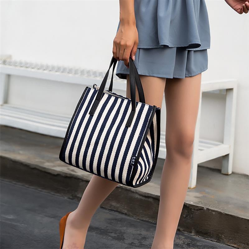 Фото женских сумочек в полоску лето