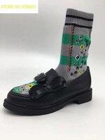 2018 новые черные кожаные с бантом женская обувь на плоской подошве носок сапоги Embrodiery цветочный Для женщин Модные Полусапожки без застежки к