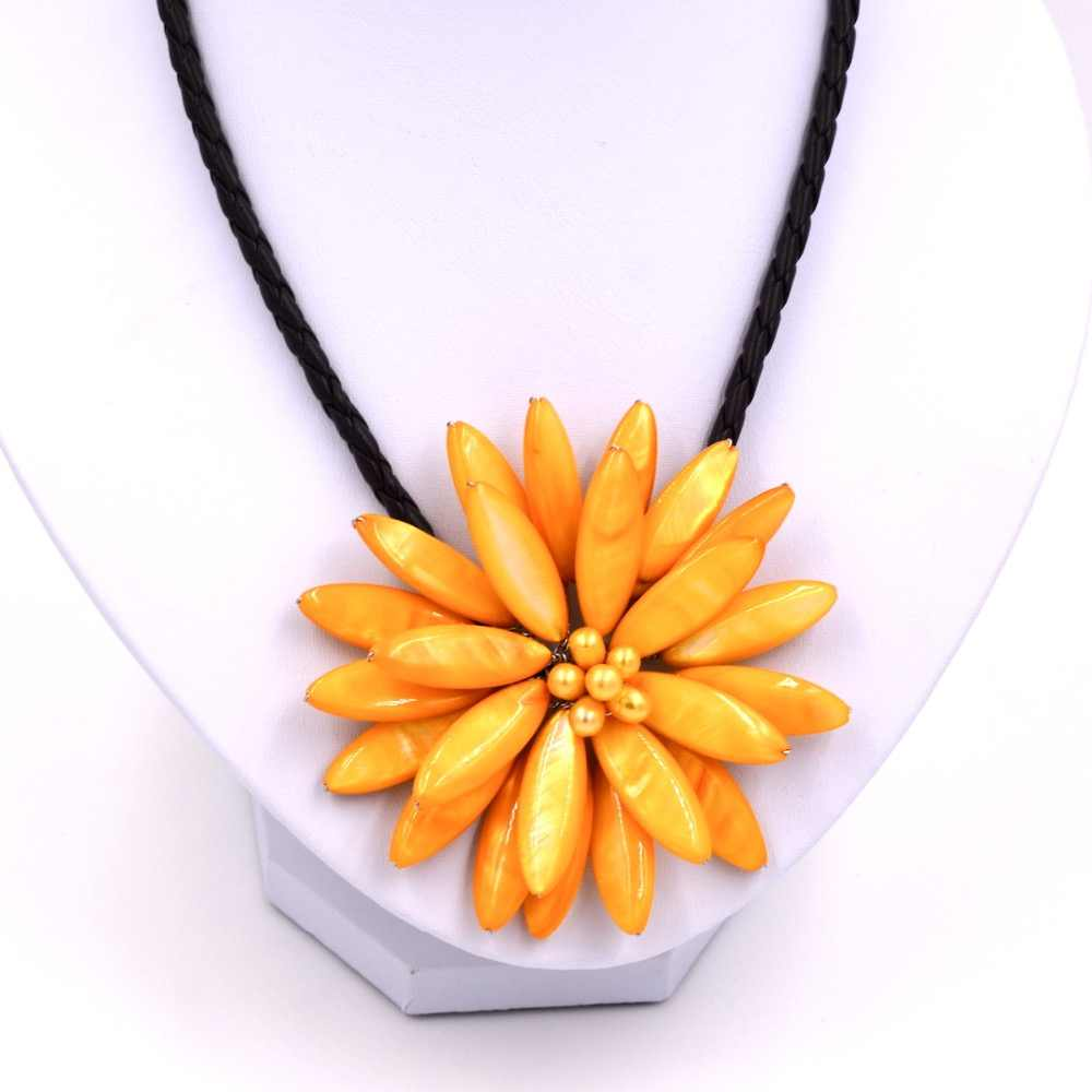 Free Shipping Nice Cultured Pearl yellow Flower Floral Necklace Handmade for Women Black Leather Choker Bead Jewelery