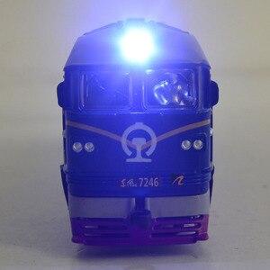 Image 3 - Locomotora diésel de aleación para niños, modelo de locomotora de combustión interna de aleación 1:87, tren óptico acústico, juguetes para niños