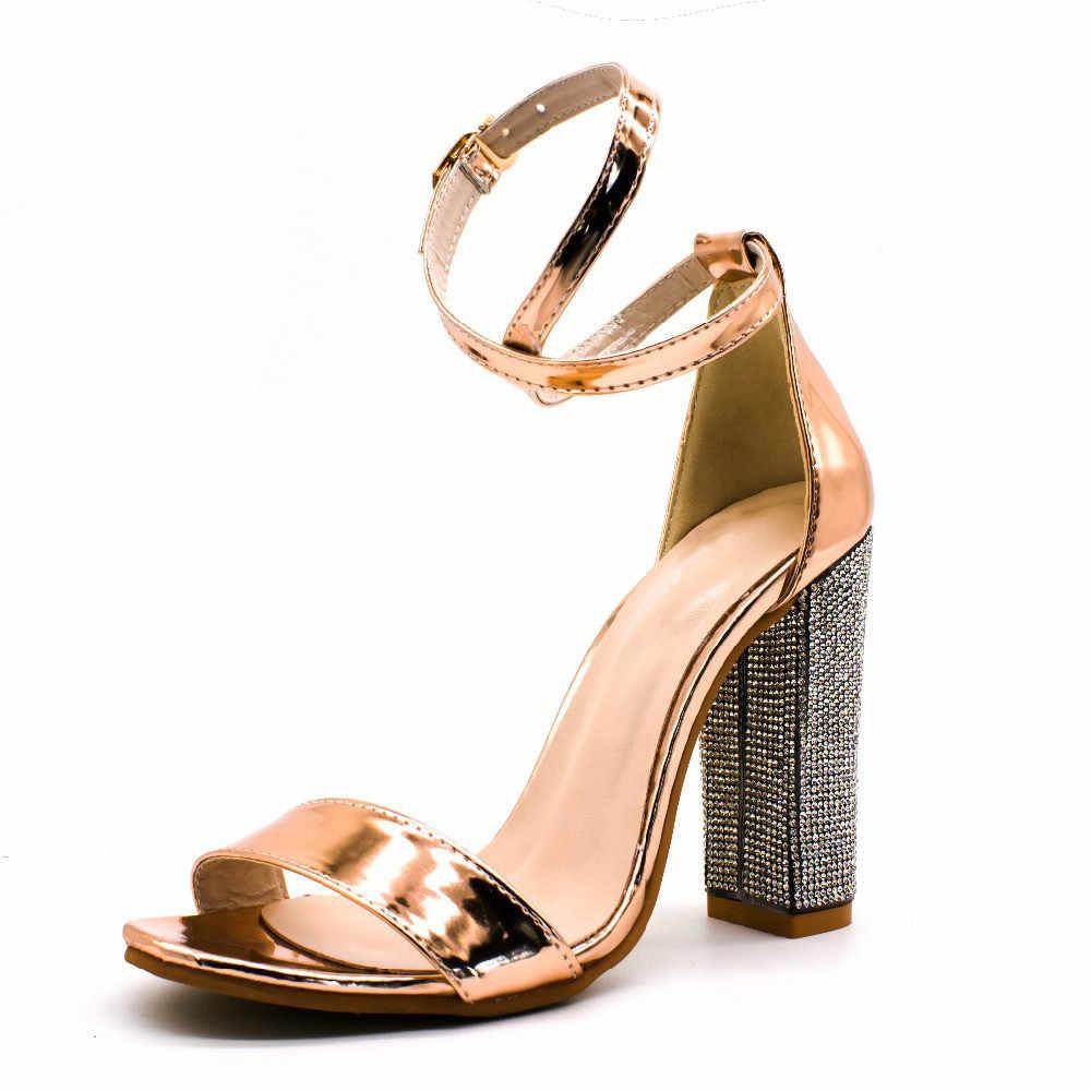 43-34 מזדמן + 8CM עקבים גבוהים נשי סנדלי נעליים סקסי אופנה אבזם רצועת עבה העקב משאבות מפלגה מוצק נשים נעליים בתוספת גודל