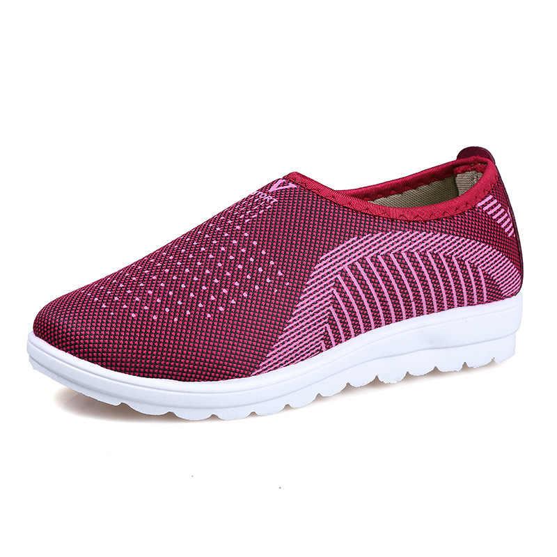 مصنع المخرج تنفس الأم الانزلاق على أحذية امرأة رخيصة في الهواء الطلق موضة أحذية رياضية النساء حذاء مسطح النساء السيدات الصيف المتسكعون