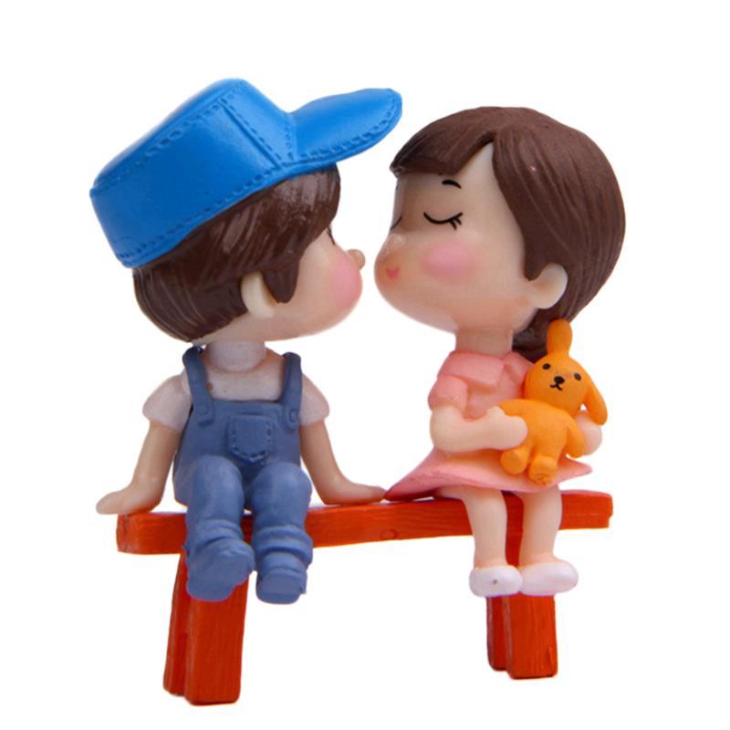 1Pair Sweety Lovers Couple On Chair Figurines Miniature Craft Fairy Garden Gnome Moss Terrarium Gift DIY Ornament Garden Decor