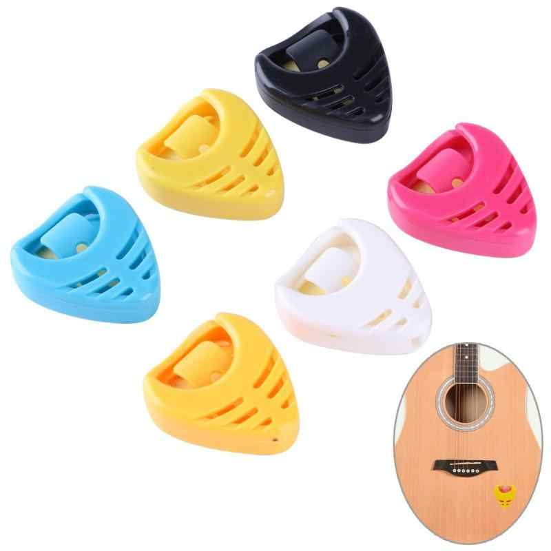 1 PCS גיטרה פיק בעל נייד Plactic משולש לב בצורת גיטרה פיק מפרט מקרי בעל דביק (אקראי צבע)