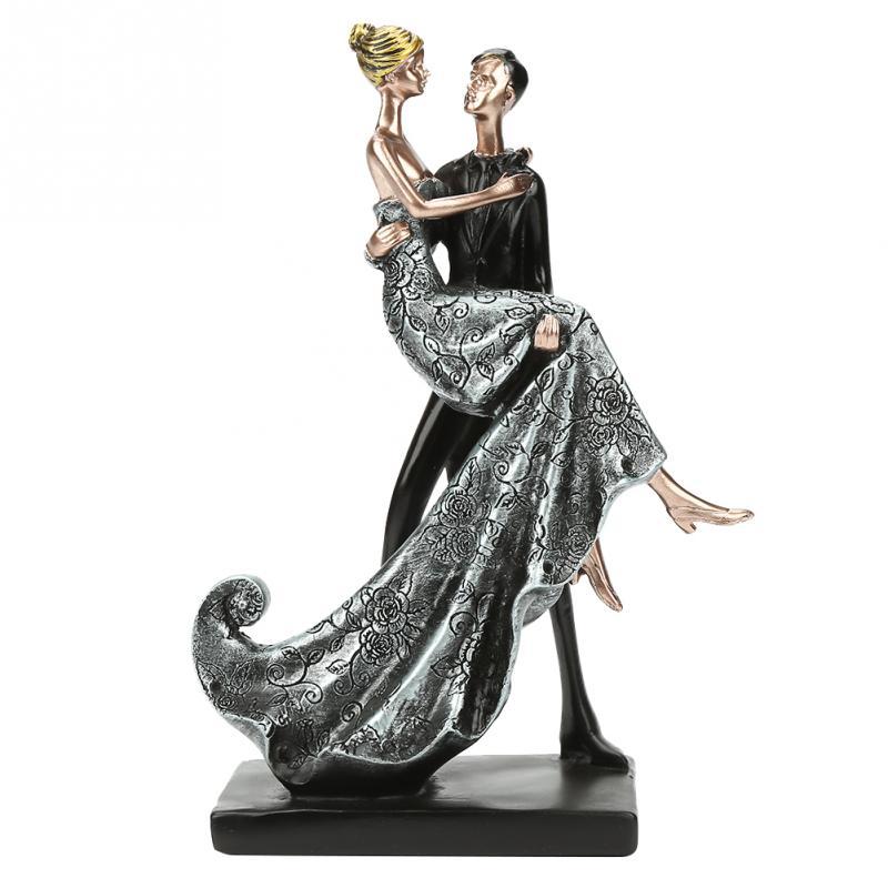 Well Modeled Resin Lovers Couple Hug Figure Statue
