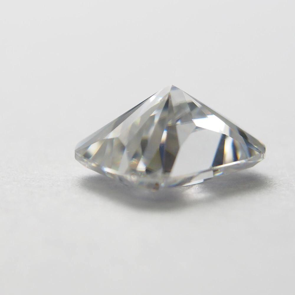 Diamant de Moissanite en vrac blanc 0.61 carats avec coupe radiante 4*6mm pour la fabrication de baguesDiamant de Moissanite en vrac blanc 0.61 carats avec coupe radiante 4*6mm pour la fabrication de bagues
