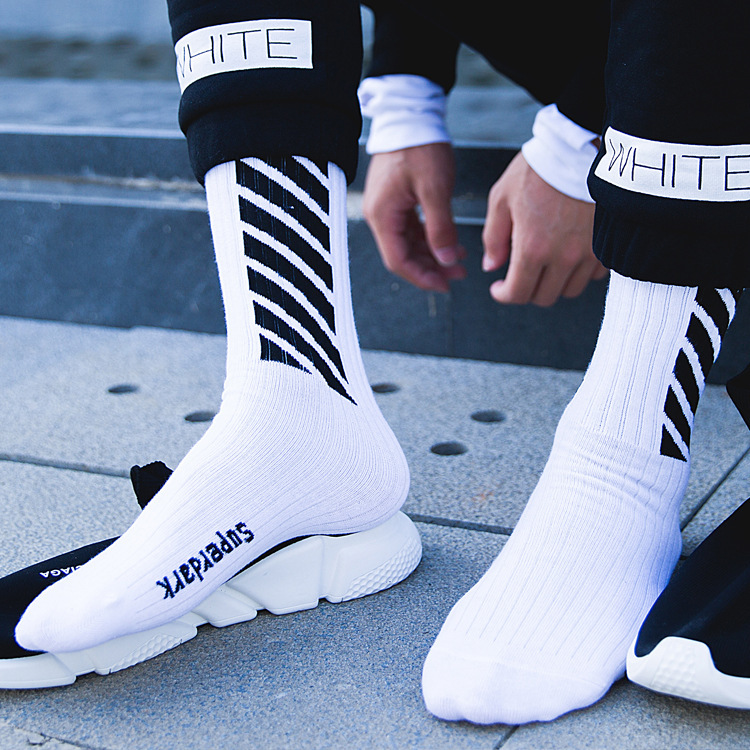 Autumn and winter personality   socks   men and women hip hop men in the tube cotton deodorant long tube street skates cotton   socks
