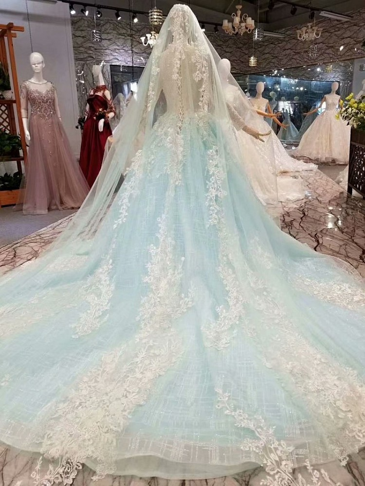 2019 New Fashion Light Blue Button Lace Up  Elegent Eppliqued Button With Long  Veil  Built In Bra Wedding Dress
