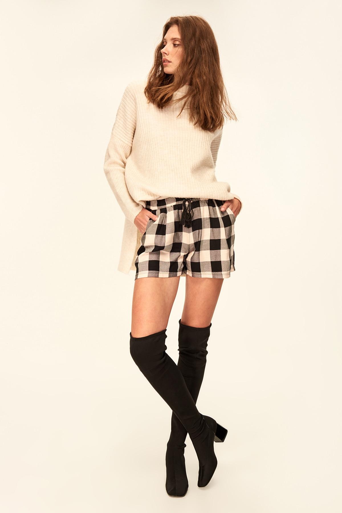 Trendyol Black Checkered   shorts   TCLAW19YN0184