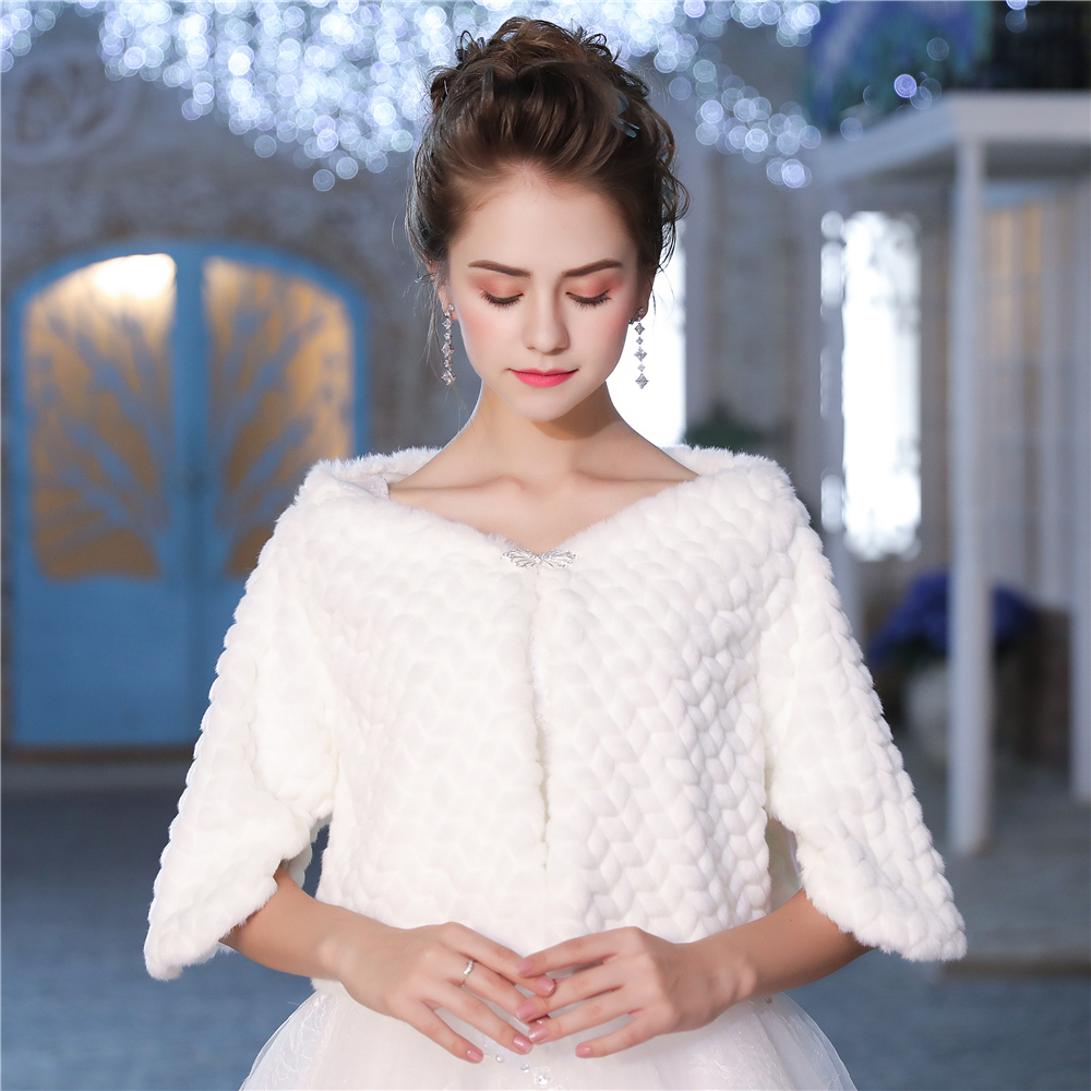 Elegance White Faux Fur Jacket Bridal Wedding Winter Cover Up Bolero Half Sleeve Shrug With Rhinestone Brooch Handmade