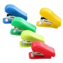 Случайный цвет портативный маленький степлер мини пластиковый твердый без степлера офисные канцелярские принадлежности милый студенческий использовать для № 10 скоб