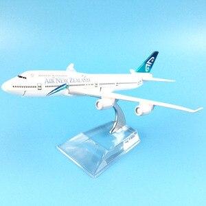 Image 3 - 16cm hava yeni zelanda Boeing 747 uçak modeli Diecast Metal Model uçaklar 1:400 Metal uçak düzlem uçak Model oyuncak