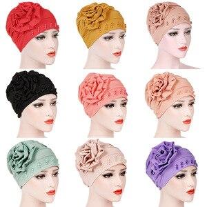 Image 5 - 패션 여성 새로운 스타일 뻗 치고 큰 꽃 스카프 모자 이슬람 머리 랩 모자 chemo turban 숙녀 bandanas 헤어 액세서리