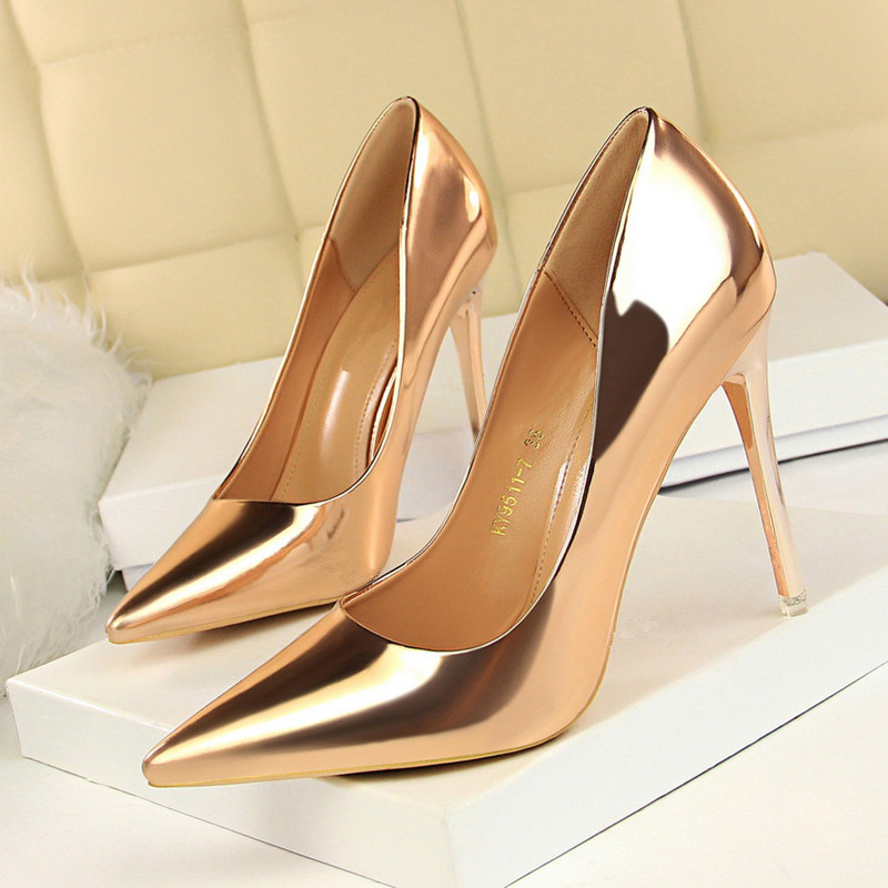 Plus Size 34 39 Women Shoes Pointed Toe Pumps Patent Leather Dress Shoes High Heels Shoes Gold Sliver Wedding Shoes DS A0156