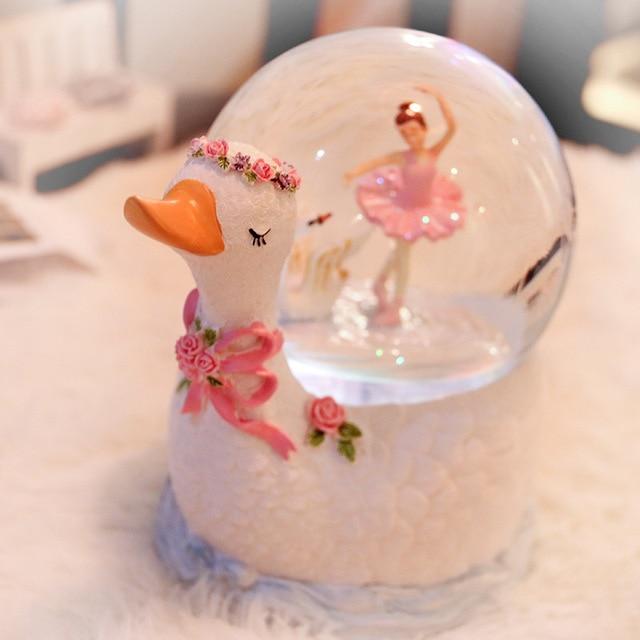 2018 Free Shipping Swan Lake Rotating Crystal Ball Music Box Ballet Dancing Girl Eight Tone Desktop Ornaments Birthday Gift