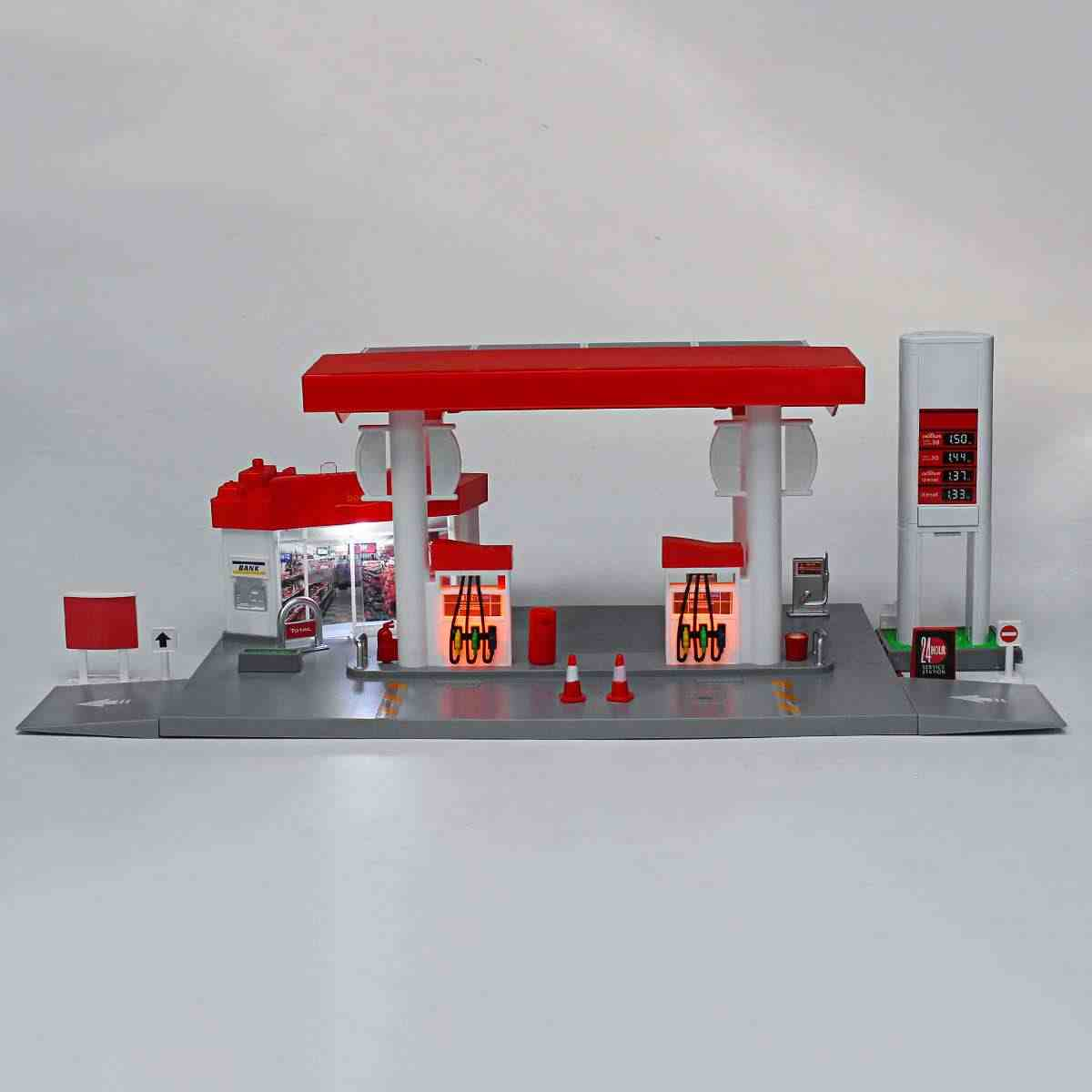 Model Toys Gas Petrol Service Station with 1:64 Diecast Toy Car Miniature Replica Playset New Arrival