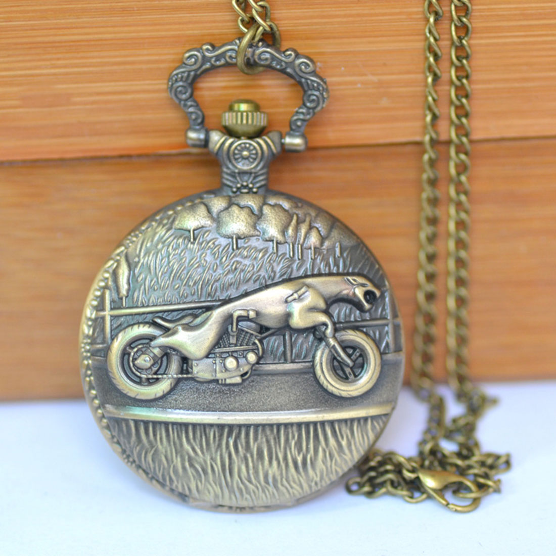 Popular Leopard Riding Motorcycle Quartz Pocket Watch Retro Innovative Design Pocket Watch Unisex Casual Wild Table