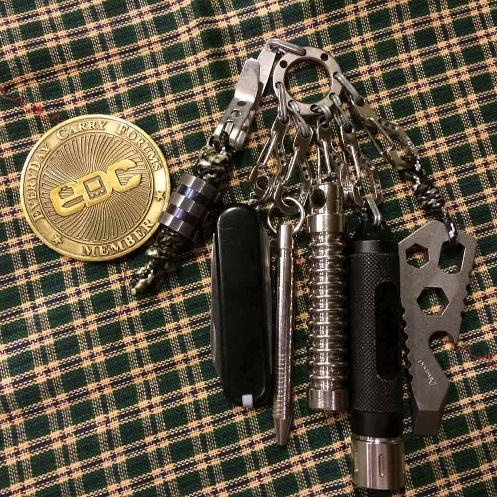 1 Pcs 8 חור EDC Keychain רב תכליתי Keychain עם 8 מיני פלדת טבעות קומפקטי מחנה טיול חיצוני כלים כסף