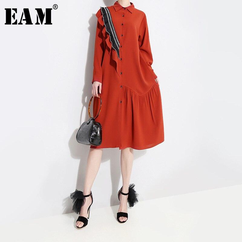 [EAM] 2021 Neue Frühling Herbst Revers Langarm Rot Lose Rüschen Stplit Joint Große Größe Hemd Kleid Frauen mode Flut JQ148