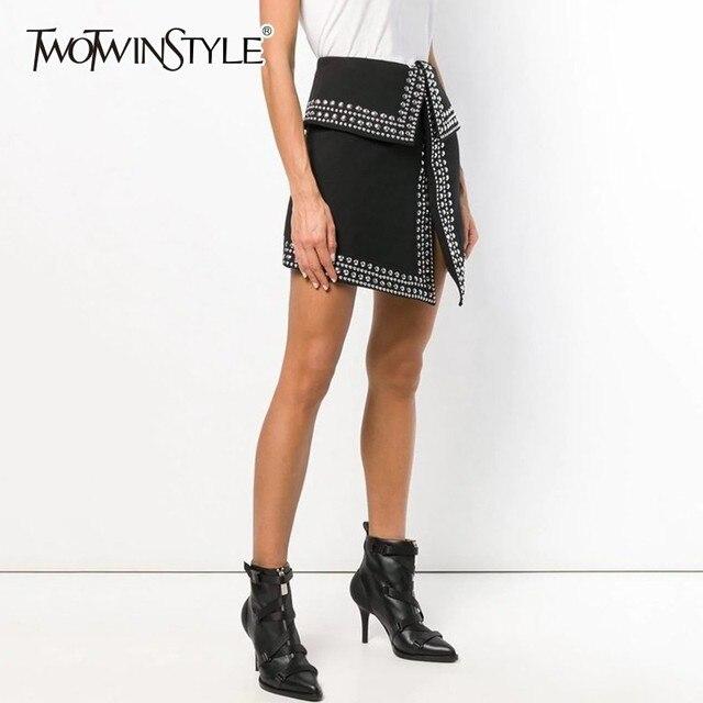 Falda TWOTWINSTYLE de Patchwork con remaches pesados, faldas asimétricas sexis de cintura alta para mujer, moda informal de primavera 2020