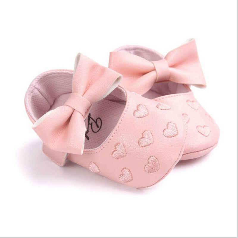 حذاء بناتي بسعر خاص لعام 2019 مصنوع من جلد البولي يوريثان للرضع وحذاء غير قابل للانزلاق مزود بعقدة على شكل فيونكة حذاء ناعم ونعل للسير