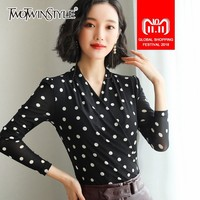 TWOTWINSTYLE Casual T shirt Women V Neck Long Sleeve Polka Dot Tops Female Plus Thick Oversized Fashion 2018 Autumn Winter New