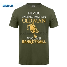 GILDAN  Fashion Short Gildan  Crew Neck Fashion Short Never Underestimate An Old Man Basketballer T Shirts gildan футболка