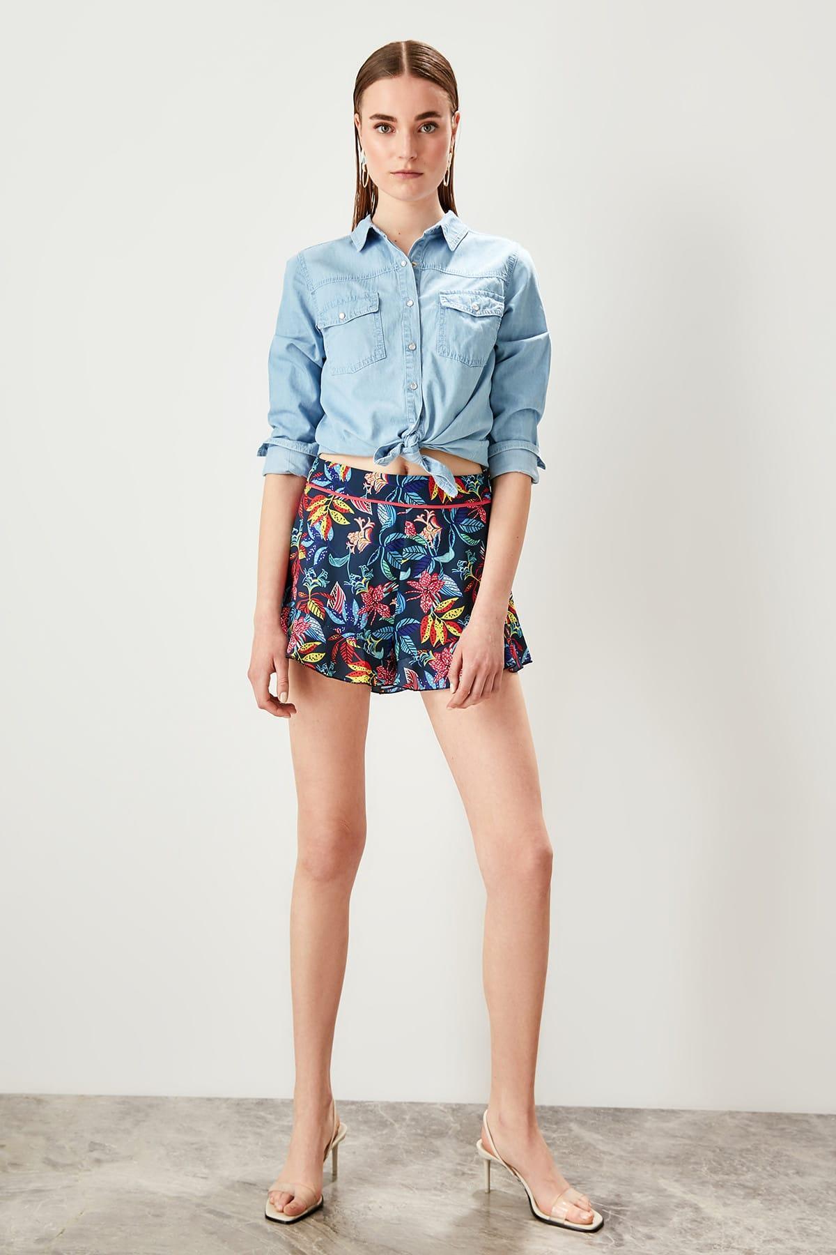 Trendyol Multicolour Pattern Shorts TWOSS19EH0140