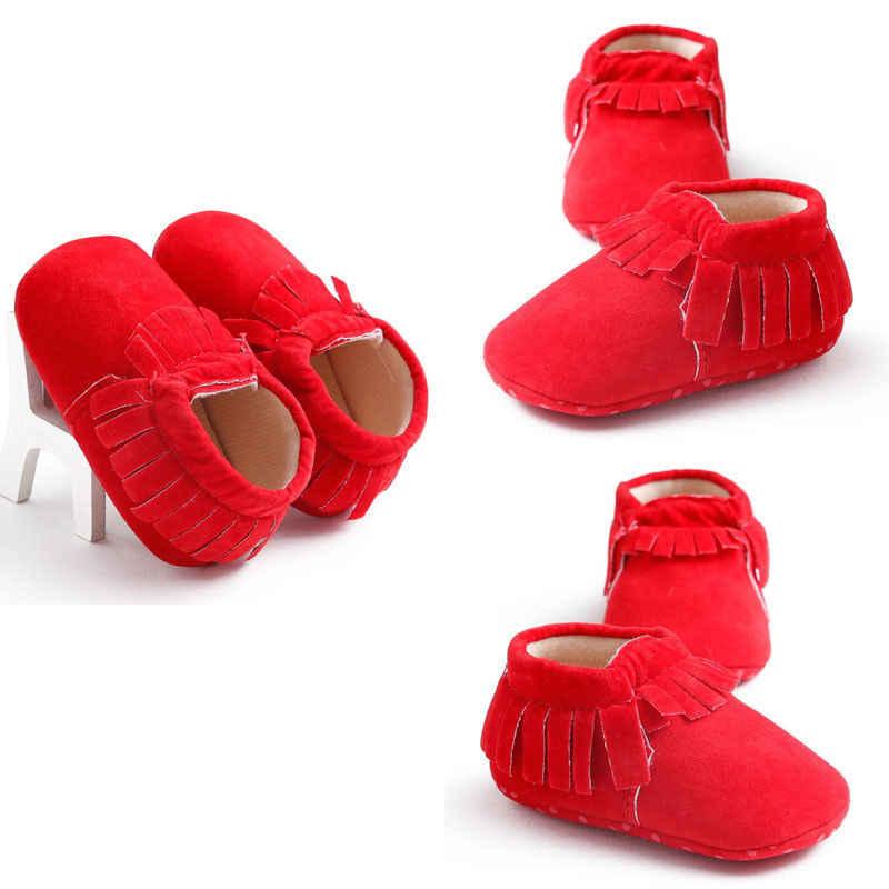 2019 nuevo recién nacido niños bebés niñas niños zapatos de cuna Casual borla sólida algodón cálido deslizamiento en los zapatos primero caminantes 0-18M