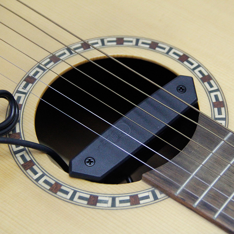 Skysonic T 902 Piezo Humbucker Soundhole Pickup Equipped with Microphone to collect the tapping of the