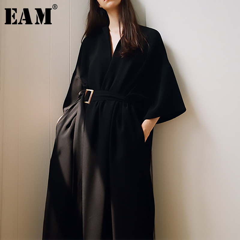 [EAM] 2020 New Spring Summer V-Neck Half Sleeve Black Loose Waist Bandage Pocket Long Big Size Dress Women Fashion Tide JT063