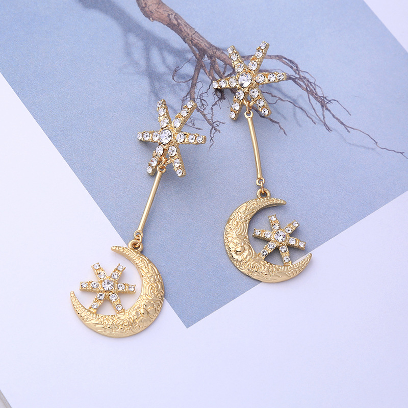 New Fresh Hollow Star Moon Earrings Alloy Women Fashion Korean Temperament Long Personality Ear Jewelry Exquisite Earrings