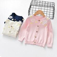 eb8cad55d7 Invierno primavera nuevo patrón chica de ropa superior sin forro chaqueta  de bebé bordado suéter suelto abrigo de la ropa de los.