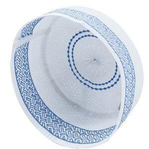 Image 2 - Hombres islámicos sombreros musulmanes de oración Kippah egipcio Kufi Topi bordado Koofi Cap paquistaní Namaz Beanies sombrero azul mumulman Veludo