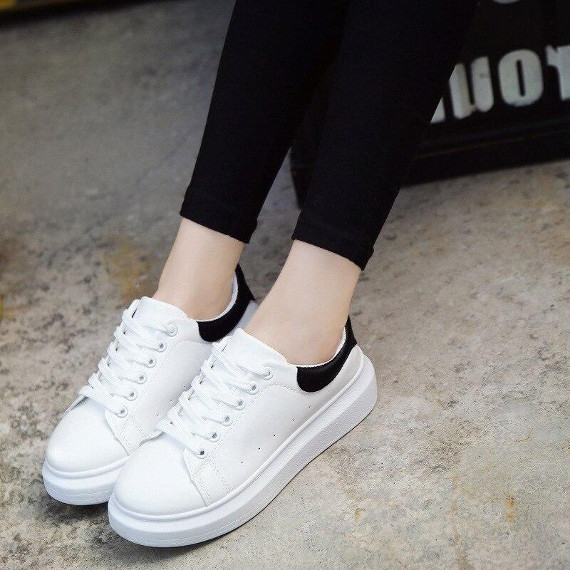 2019 printemps Xia Xinkuan cuir baskets femme chaussures décontractées coréennes fond épais Muffin petites chaussures blanches femme chaussures de Skate H80