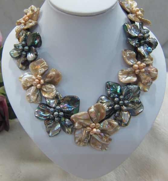 Fancy Mop Black and Cream mix baroque mother of pearl 9 shell flower necklace