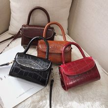 af0401d4305 Designer Tote Bags Famous Brand Vintage Bags For Women 2019 Small Alligator  PU Handbags Luxury Female Crossbody Messenger Bags