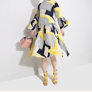 Image 2 - [EAM] 2020 חדש אביב סתיו צווארון עומד ארוך אבוקה שרוול דפוס פסים מודפס קפלים Loose שמלת נשים אופנה גאות JO585