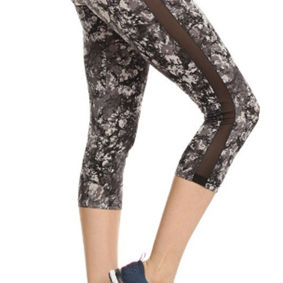 Amtal Women Abstract Marble Printed Activewear Capris With Mesh Side Panels